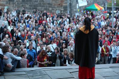 Tibet in Bamberg Kaufhaus Schrill festliche Kleider