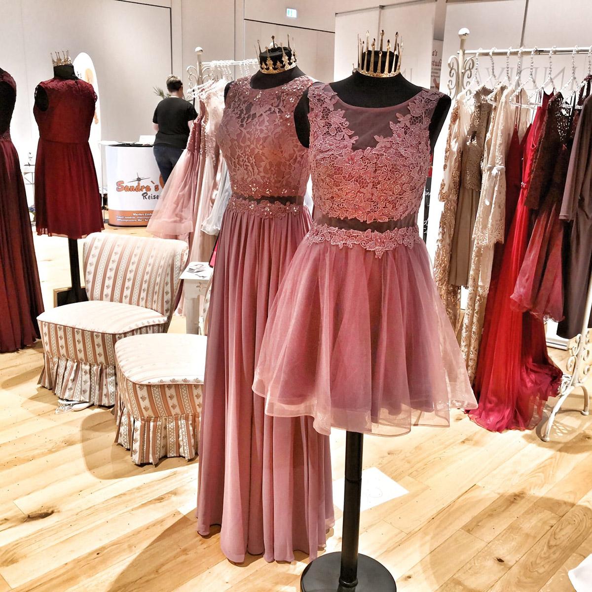 Kaufhaus Schrill mit Hochzeitskleidern auf der Hochzeitsmesse in Hallstadt